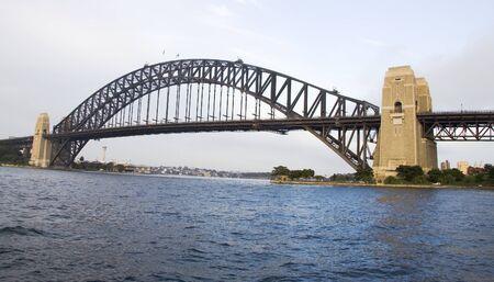 호주의 노스 시드니와 시드니를 연결하는 시드니 하버 브리지 스톡 콘텐츠
