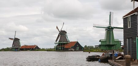 Authenticate Dutch windmills in the countryside at Kinderdijk outside of Amsterdam, The Netherlands Stock Photo - 13009674