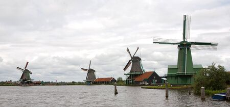 Authenticate Dutch windmills in the countryside at Kinderdijk outside of Amsterdam, The Netherlands Stock Photo - 13009673