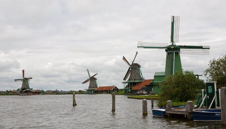 Authenticate Dutch windmills in the countryside at Kinderdijk outside of Amsterdam, The Netherlands Stock Photo - 13009680