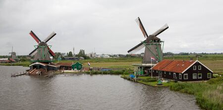 Authenticate Dutch windmills in the countryside at Kinderdijk outside of Amsterdam, The Netherlands Stock Photo - 13009679