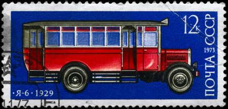 motorbus: USSR - alrededor de 1973: Un sello impreso en USSR muestra el Autobus Ya 6 (1929) de la serie El desarrollo de la industria automotriz rusa, alrededor del a�o 1973