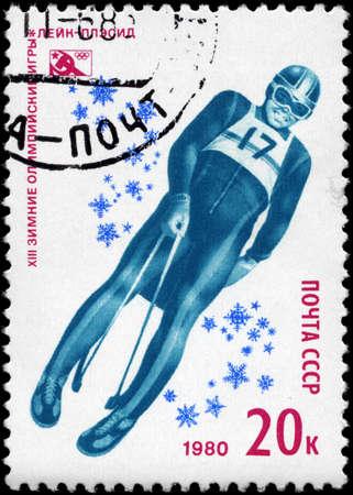 luge: URSS - CIRCA 1980: Un timbro stampato in URSS mostra la Slittino, dalla serie 13 � Giochi Olimpici Invernali, Lake Placid, circa 1980 Editoriali