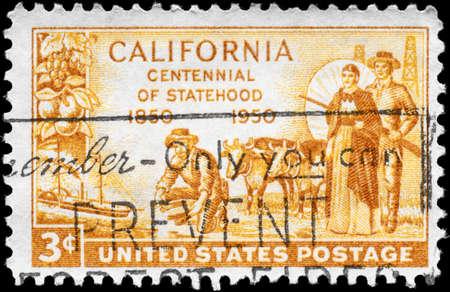 prospector: EE.UU. - CIRCA 1950: Un sello impreso en los EE.UU. muestra del minero de oro, Pioneros y SS Oregon, dedicada al Centenario de la estadidad California, alrededor de 1950 Editorial