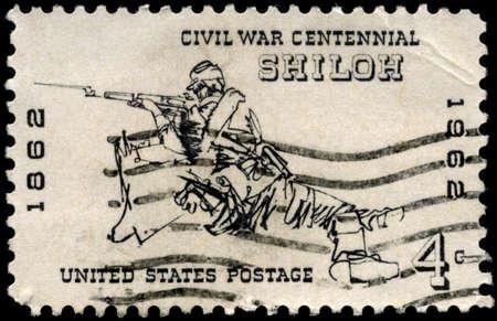 rifleman: EE.UU. - CIRCA 1962: Un sello impreso en los EE.UU. muestra el fusilero en Silo, 1862, Edici�n del Centenario de la Guerra Civil, alrededor del a�o 1962