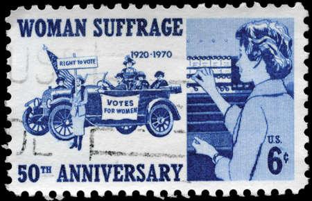 amendment: EE.UU. - CIRCA 1970: Un sello impreso en los EE.UU. dedicado a 50o anniv. de la Enmienda 19, que dio a las mujeres el voto, circa 1970 Editorial