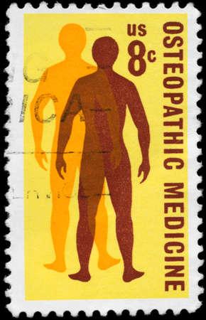 アメリカ合衆国 - 1972 年頃: A 切手が米国で印刷された 1972 年頃、オステオパシー医学問題の健康のための男の探求を示しています