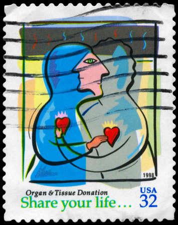 donacion de organos: EE.UU. - CIRCA 1998 Un sello impreso en los EE.UU. dedicado a la donación de órganos tejidos, alrededor del año 1998