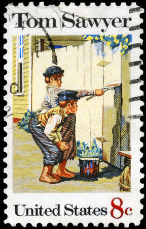 USA - CIRCA 1972: A Stamp printed in USA shows the painting Tom Sawyer, by Norman Rockwell (1894-1978), American Folklore Issue, circa 1972 Foto de archivo