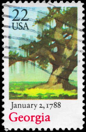 ratificaci�n: EE.UU. - alrededor de 1988: Un sello impreso en los EE.UU. muestra Oak Tree, Georgia, la ratificaci�n de la Constituci�n de la serie, alrededor de 1988