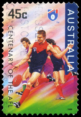 AUSTRALIA - CIRCA 1996: Un sello impreso en AUSTRALIA muestra la Demons Melbourne, Centenario de la serie AFL, circa 1996
