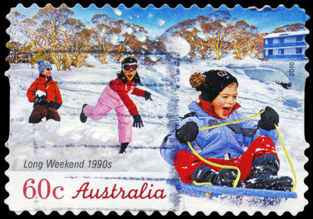 long weekend: AUSTRALIA - CIRCA 2010: Un timbro stampato in AUSTRALIA mostra i Bambini che giocano, serie Long Weekend, intorno al 2010
