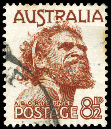 aborigen: AUSTRALIA - CIRCA 1982: Un sello impreso en AUSTRALIA muestra el retrato de un aborigen, serie, alrededor del año 1982