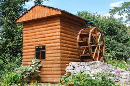 molino de agua: Paisaje con el molino de agua de madera