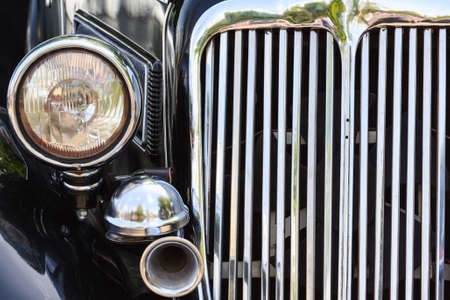 Front head light, gitter and klaxon of the vintage car