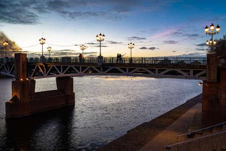 Pont Saint Pierre bridge at sunset in Toulouse, France. 免版税图像