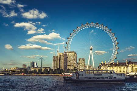 London Eye and river Thames in London, UK. 新闻类图片