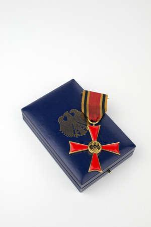 Bundesverdienstkreuz über die Gang