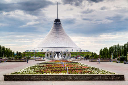 khan: Khan Shatyr in Astana, Kazakhstan