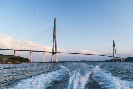ロシアのウラジオストクの Russkiy 橋