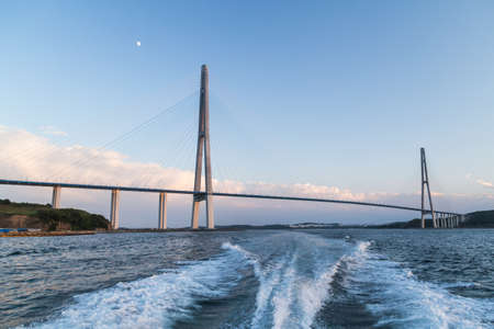 Russkiy Bridge in Vladivostok, Russia 版權商用圖片 - 33304481