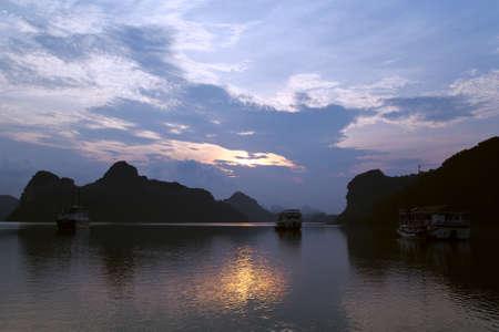 halong: Sunrise in Halong Bay, Vietnam
