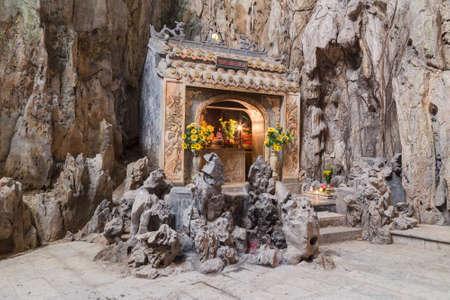 神社との大理石山ベトナム Huyen Khong Cave