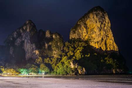 Limestone cliffs of Railay Beach by night in Krabi, Thailand 版權商用圖片