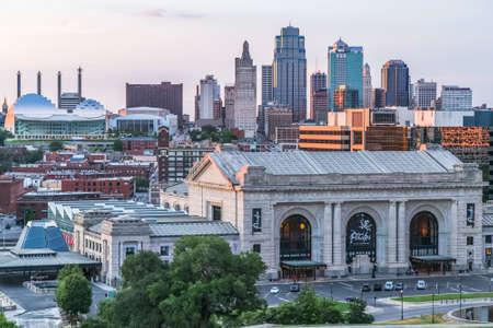 カンザスシティ、MOアメリカ合衆国 - 2013 年 7 月頃: カンザスシティ、ミズーリ州国立第一次世界大戦博物館および記念碑からのビュー 報道画像