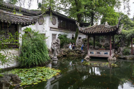 Suzhou, China - circa September 2015: Classical garden in Suzhou, China 新聞圖片