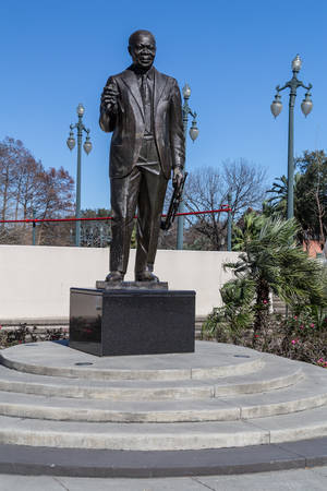 louis armstrong: New Orleans, LAUSA - circa February 2016: Louis Armstrong Memorial Statue in the park in New Orleans, Louisiana