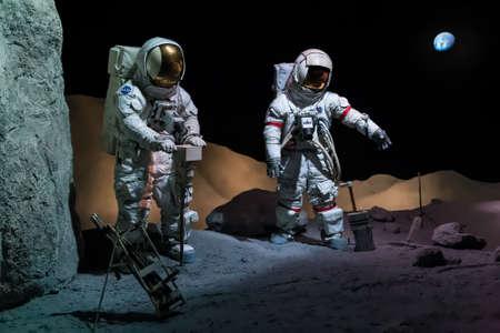 ヒューストン、テキサス州アメリカ合衆国 - 2013 年 7 月頃: リンドン b. ジョンソン宇宙センター、ヒューストン、テキサス州の宇宙服で宇宙飛行士