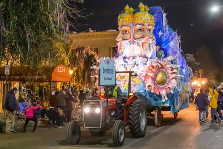 ニユー ・ オーリンズ、LAアメリカ合衆国 - 2016 年 2 月頃: 創作者、ニユー ・ オーリンズ、ルイジアナ州のマルディグラのパレードで、梵天 報道画像