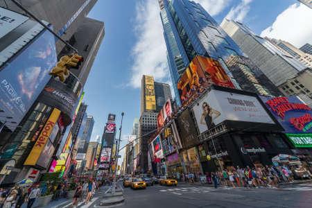 ニューヨーク市、2013 年 7 月頃 - ニューヨークアメリカ合衆国: ニューヨーク市のタイムズスクエア 報道画像