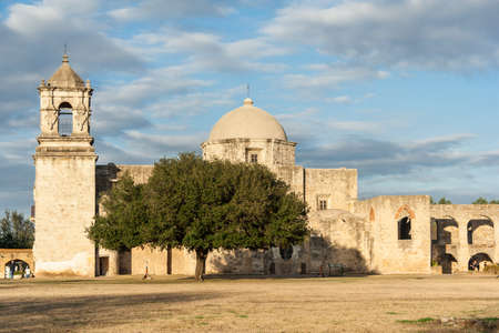 Mission San Jose in San Antonio, Texas at Sunset 版權商用圖片