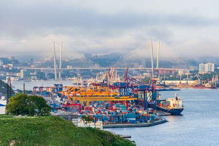 ロシアのウラジオストクの商業貿易港