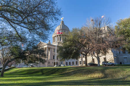 downtown capitol: Mississippi State Capitol and Park in Jackson, Mississippi
