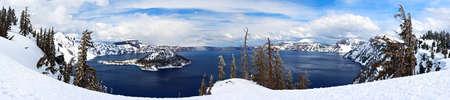 crater lake: Caldera lake in Crater Lake National Park, Oregon, USA