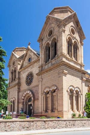 ダウンタウン、サンタフェ、ニュー メキシコとして知られている聖フランシス大聖堂、アッシジの聖フランシスコ大聖堂大聖堂 写真素材