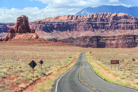 gunsight: Highway to Hite Marina Campground on Lake Powell in Glen Canyon National Recreation Area