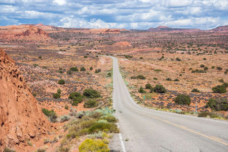 gunsight: Highway running through dry and arid scenery of Glen Canyon National Recreation Area Stock Photo