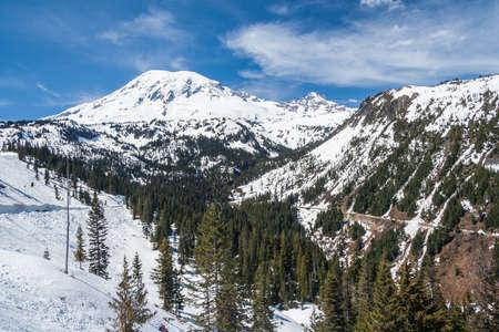 Road to Mount Rainier summit covered by snow, Washington, USA 版權商用圖片