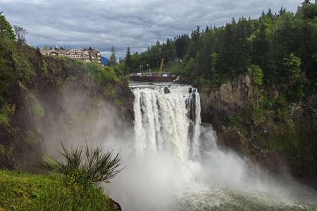 Snoqualmie Falls, famous waterfall in Washington, USA 版權商用圖片 - 58601117