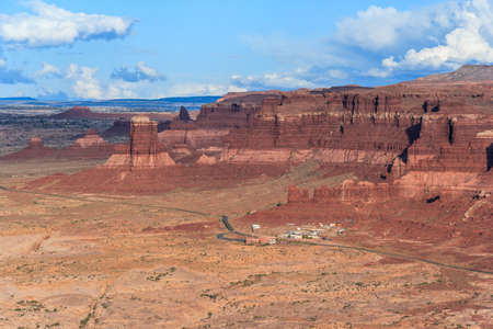 Hite Marina Campground on Lake Powell and Colorado River in Glen Canyon National Recreation Area 版權商用圖片 - 58601309