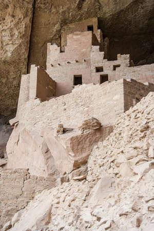 崖の宮殿、家および住居メサベルデ国立公園、ニュー メキシコ州、アメリカ合衆国の古代プエブロの村 写真素材