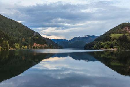 ノースカスケード国立公園、ワシントン州、米国の近くの湖 写真素材
