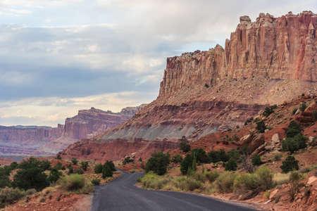 キャピトル リーフ国立公園、ユタ州、アメリカ合衆国で風光明媚なドライブに沿って岩 写真素材