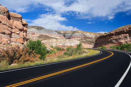 キャピトル リーフ国立公園、ユタ州、アメリカ合衆国の高速道路