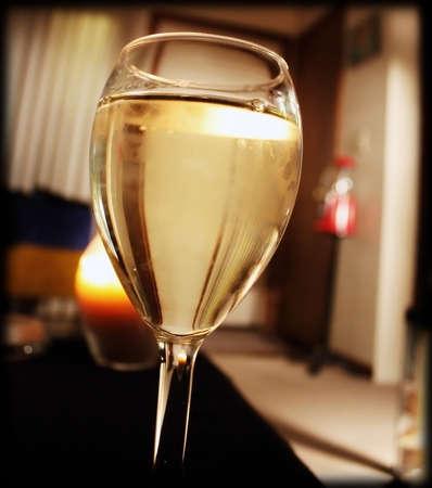 un rinfrescante bicchiere di vino bianco