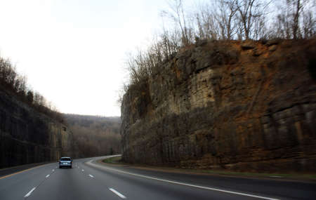 a highway through the mountains in tennessee